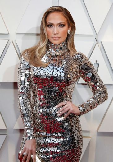 jennifer-lopez-oscars-2019-red-carpet-15_thumbnail